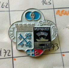Militaria: ANTIGUA INSIGNIA AGUJA PIN ALFILER PIN BANDERA LULEA SISTER CITIES GRECIA RUSIA COMUNISTA. Lote 86868307