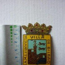Militaria: ANTIGUO PLACA CON CORONA REAL DE LA POLICIA DE BILBAO, PAIS VASCO. ORIGINAL.. Lote 86996872