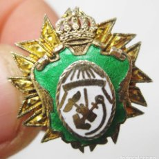 Militaria: MUY RARA INSIGNIA MILITAR CORONA MARINA NAVAL NAUTICA ANTIGUA TONO ORO Y ESMALTE. Lote 87070676