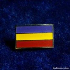 Militaria: ANTIGUA INSIGNIA PIN DE AGUJA BANDERA REPUBLICANA. Lote 193993305