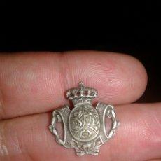 Militaria: PEQUEÑA INSIGNIA ÉPOCA ALFONSO XIII. Lote 94762642