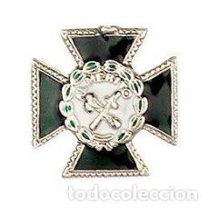 Militaria: PIN MINIATURA DEL MÉRITO DE LA GUARDIA CIVIL CON DISTINTIVO BLANCO . Lote 142301093