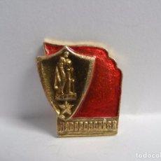 Militaria: INSIGNIA CIUDAD HEROE NOVOROSSIYSK. PUERTO MAR NEGRO .URSS. Lote 97266119