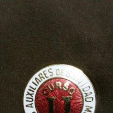 Militaria: DISTINTIVO EL SEGUNDO CURSO DE DAMAS AUXILIARES DE SANIDAD MILITAR. Lote 136784578