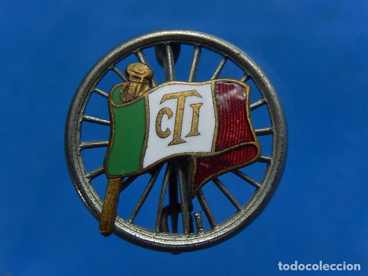 INSIGNIA / DISTINTIVO ITALIANO. BANDERA CON INICIALES CTI. A CATALOGAR. (Militar - Insignias Militares Extranjeras y Pins)
