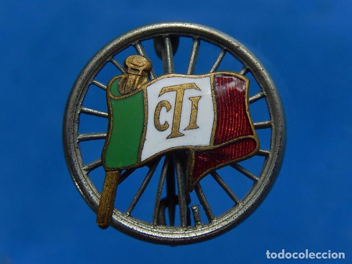 Militaria: Insignia / distintivo italiano. Bandera con iniciales CTI. A catalogar. - Foto 2 - 97750115