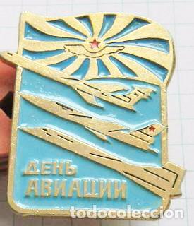 Insignia pin sovietico  Dia del aviasion sovietica  URSS