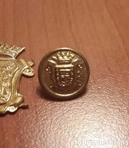 Militaria: Botones e insignia Bomberos Granada. Años 70 - Foto 2 - 99744331