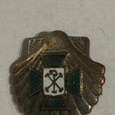 Militaria: PIN CON LA CRUZ DE MALTA DE ACCION DE CATÓLICA SOBRE BENERA.. Lote 101710523