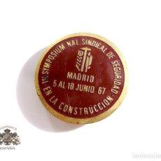 Militaria: 1º SYMPOSIUM NAL. SINDICAL DE SEGURIDAD EN LA CONSTRUCIÓN MADRID 1967. Lote 102631447