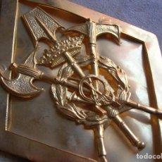 Militaria: ANTIGUO ROMBO DE GRAN TAMAÑO DE GASTADOR O GASTADORES. EPOCA DE FRANCO.. Lote 103190367