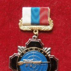 Militaria: INSIGNIA RUSA DE FRANCOTIRADOR SNIPER TROPAS MINISTERIO DEL INTERIOR RUSIA. Lote 103628339