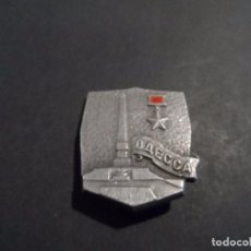 Militaria: INSIGNIA DE SOLAPA ODESSA CIUDAD HEROICA. URSS. SIGLO XX. Lote 103839835