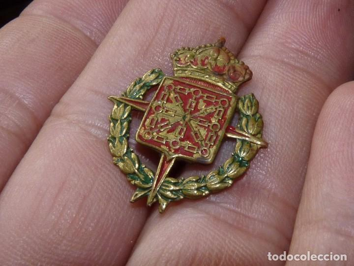 RARA INSIGNIA MILITAR ESCUDO NAVARRA CRUZ LAUREADA DE SAN FERNANDO EJERCITO IMPERDIBLE GUERRA CIVIL (Militar - Insignias Militares Españolas y Pins)