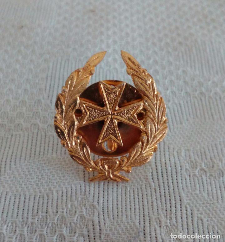 EMBLEMA DEL CUERPO MILITAR DE SANIDAD - PIN DE ROSCA. (Militar - Insignias Militares Españolas y Pins)