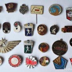 Militaria: LOTE 20 INSIGNIAS SOVIETICOS .DE DIFERENTES TEMATICAS URSS. Lote 105455963