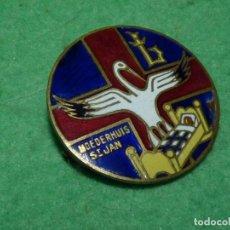 Militaria: RARA INSIGNIA HOSPITAL HOSPICIO 1941 BONITO ESMALTE 2ªWW MOEDERHUIS ST JAN BELGICA BRUJAS CIGUEÑA. Lote 106663631