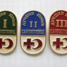 Militaria: LOTE TRES INSIGNIAS SOVIETICAS .TEMATICA-JOVEN MEDICO SOVIETICO DE TRES GRADOS .URSS. Lote 131666493