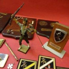 Militaria: LEGIÓN ESPAÑOLA. MAGNÍFICO LOTE ANTIGUO LEGIONARIO AÑOS 70. METOPAS-PEPITOS-INSIGNIAS-PARCHES...... Lote 109327607