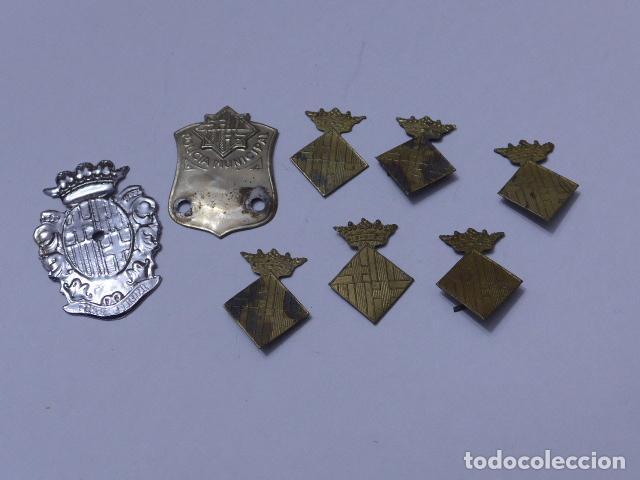 * GRAN LOTE DE INSIGNIA DE POLICIA DE BARCELONA ANTIGUA, ORIGINALES, VARIEDAD. ZX (Militar - Insignias Militares Españolas y Pins)