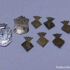 Militaria: * GRAN LOTE DE INSIGNIA DE POLICIA DE BARCELONA ANTIGUA, ORIGINALES, VARIEDAD. ZX. Lote 110334835