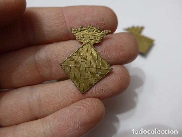 Militaria: * Gran lote de insignia de policia de Barcelona antigua, originales, variedad. ZX - Foto 3 - 110334835