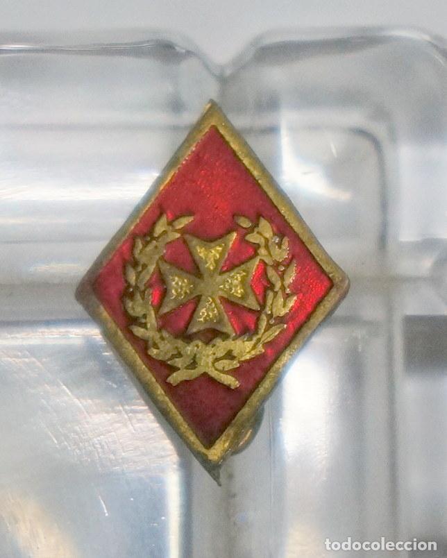 INSIGNIA MILITAR DE ALFILER DE SANIDAD ESMALTADA (Militar - Insignias Militares Españolas y Pins)
