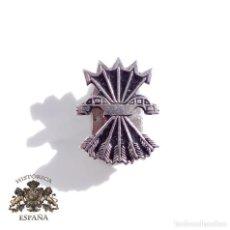 Militaria: DISTINTIVO DE FALANGE - YUGO Y FLECHAS NUMERADO. Lote 115318584