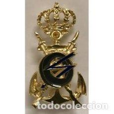 Militaria: ESTUPENDO DISTINTIVO PARA OFICIAL DE LA MARINA TCI CON ENGANCHE DE AGUJA Y EN METAL BUEN ESMALTADO. Lote 171455934