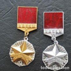 Militaria: LOTE DOS INSIGNIAS .JOVEN MIEMDRO DE GUARDIA 1 .2 GRADO .URSS. Lote 111871503