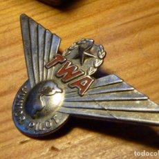 Militaria: ANTIGUA INSIGNIA AEROLINEAS TWA PIN JUNIOR PILOT ALAS AVIACION COMERCIAL VINTAGE USA AÑOS 60. Lote 112352823