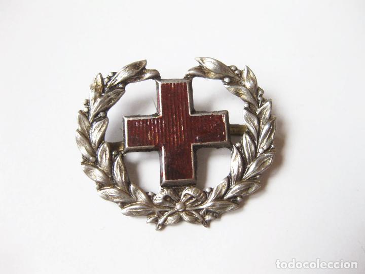 EMBLEMA O DISTINTIVO DE CUELLO O GORRA DE LA CRUZ ROJA ESPAÑOLA (Militar - Insignias Militares Españolas y Pins)