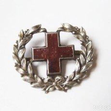 Militaria: EMBLEMA O DISTINTIVO DE CUELLO O GORRA DE LA CRUZ ROJA ESPAÑOLA. Lote 114676203