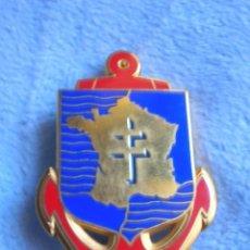 Militaria: ANTIGUO DISTINTIVO FRANCES CON CRUZ DE LORENA. MARCA DRAGO.. Lote 115400103