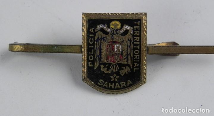 Militaria: PASADOR DE CORBATA DE LA POLICIA TERRITORIAL DEL SAHARA ESPAÑOL, ESMALTADA. - Foto 2 - 115790771