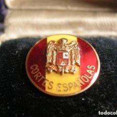 Militaria: MUY ESCASA INSIGNIA FRANQUISTA EN ORO DE LAS CORTES ESPAÑOLAS- JERARCA FALANGISTA. FALANGE.. Lote 116048099