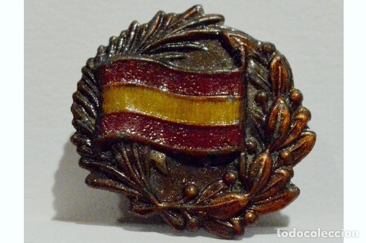 INSIGNIA DE SOLAPA EMBLEMA PATRIOTICO NACIONAL SOMATEN BANDERA DE ESPAÑA LAUREADA (Militar - Insignias Militares Españolas y Pins)
