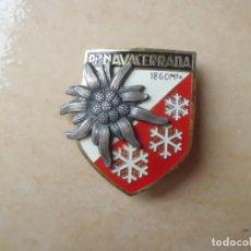 Militaria: PRECIOSA INSIGNIA DE NAVACERRADA ANTIGUA. Lote 117671463