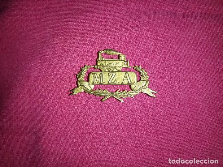 INTERESANTE INSIGNIA DE GORRA DE FERROCARRILES ÉPOCA ALFONSO XIII LÍNEA MADRID-ZARAGOZA-ALICANTE (Militar - Insignias Militares Españolas y Pins)