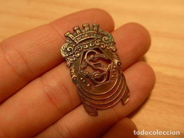 Militaria: Antigua insignia del Cuerpo de seguridad republicano. Original. Republica y guerra civil. - Foto 2 - 119088855