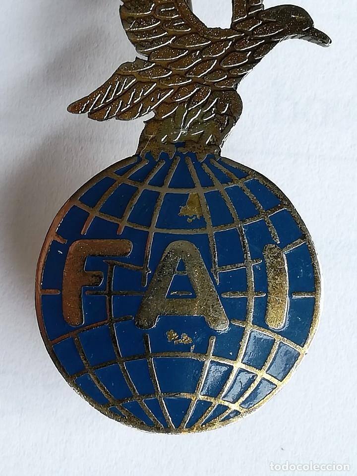 Militaria: DISTINTIVO FAI BRIGADA PARACAIDISTA EJÉRCITO ESPAÑOL FEDERACIÓN AERONÁUTICA INTERNACIONAL - Foto 2 - 119381975