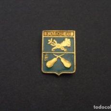Militaria: INSIGNIA DE SOLAPA ENBLEMA DE LA CIUDAD DE ZOLOCHIV . EN UKRANIA. URSS. Lote 119566143
