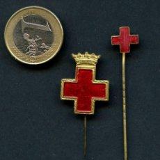 Militaria: INSIGNIA, CRUZ ROJA ESPAÑOLA, SANIDAD, (2). Lote 119908471