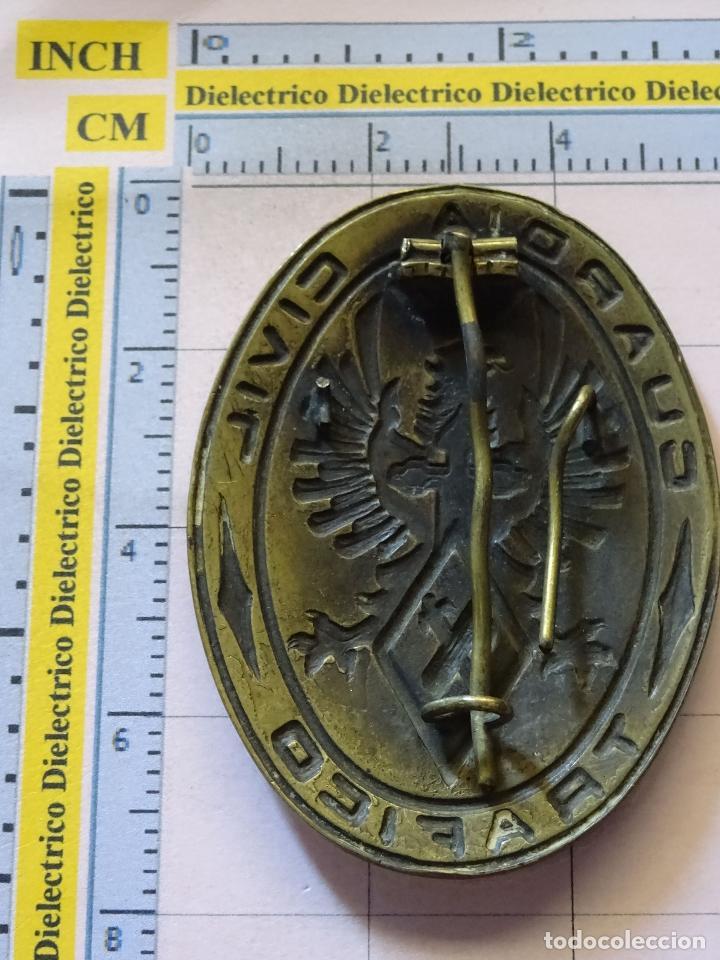Militaria: ANTIGUA INSIGNIA EMBLEMA PLACA DE LA GUARDIA CIVIL DE TRÁFICO. AÑOS 50 60. - Foto 2 - 120300035