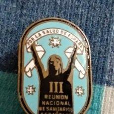 Militaria: ANTIGUA INSIGNIA, POR LA SALUD DE ESPAÑA, 3 REUNION SANITARIOS ESPAÑOLES. Lote 121533883