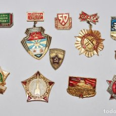 Militaria: LOTE 11 INSIGNIAS SOVIETICAS .TEMATICA-GLORIA TROPAS SOVIETICAS.URSS. Lote 121586151