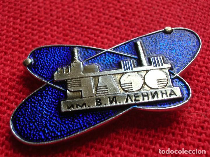 INSIGNIA SOVIETICA DE OPERARIO DE LA CENTRAL NUCLEAR DE CHERNOBYL V.I. LENIN. PREVIA AL ACCIDENTE. (Militar - Insignias Militares Extranjeras y Pins)
