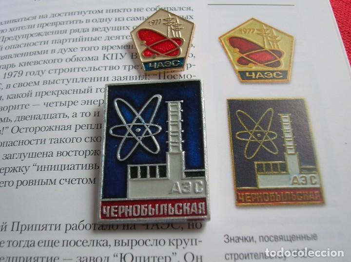 INSIGNIAS SOVIETICAS CENTRAL CHERNOBYL ANTERIORES AL ACCIDENTE. 1977. LIBRO RUSO SOBRE EL DESASTRE. (Militar - Insignias Militares Extranjeras y Pins)