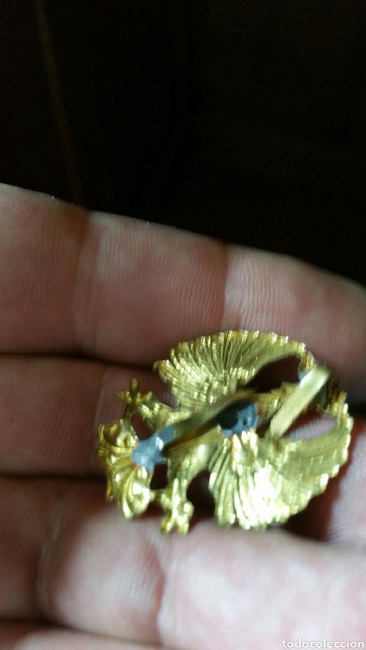 Militaria: Distintivo para gorra o kepi Cruz Roja época Franco 3, 3 cm por 2, 8 cm - Foto 2 - 181716680