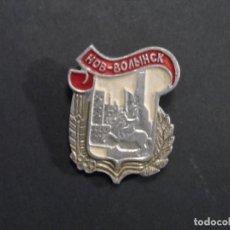 Militaria: INSIGNIA DE SOLAPA CIUDAD NOVOGRAD-VOLYNSKY. UKRANIA-URSS. SIGLO XX. Lote 124210883